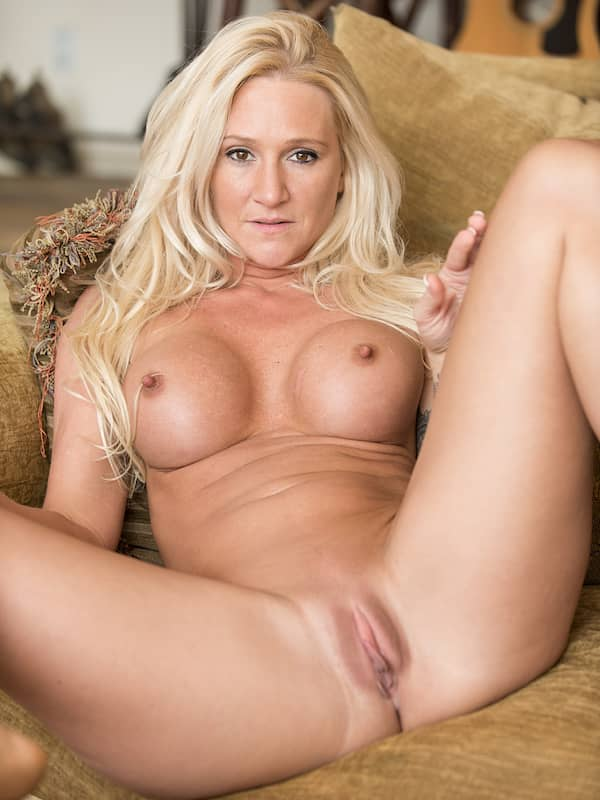 alexis spreads her mlf legs to show pussy
