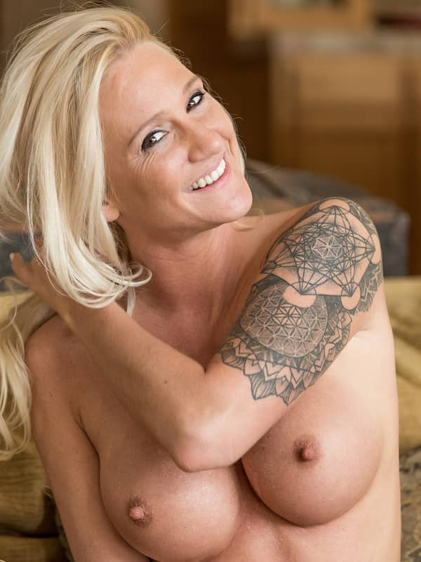 naked milf with sleeve tattoos