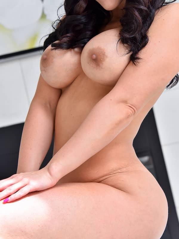 hot brunette milf ftv bella